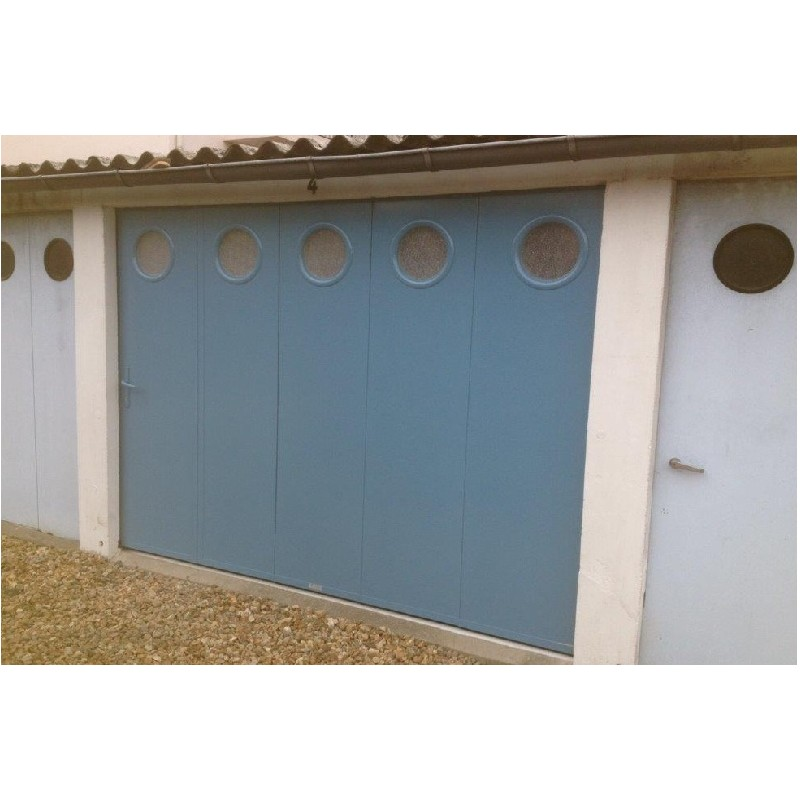 Porte de garage sectionnelle laterale a la belle fen tre for Porte de garage sectionnelle aluminium