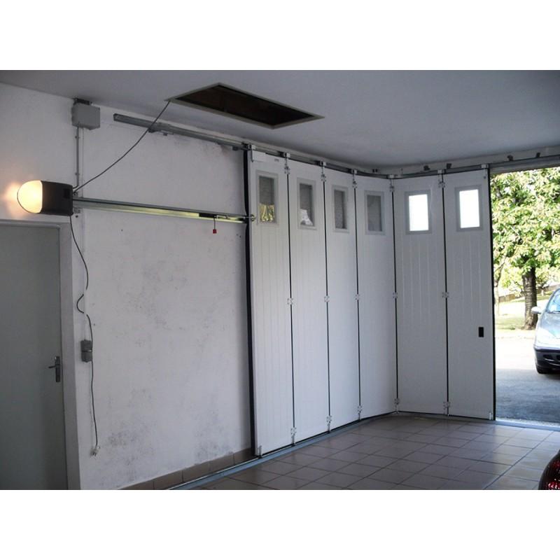 porte de garage sectionnelle laterale a la belle fen tre. Black Bedroom Furniture Sets. Home Design Ideas